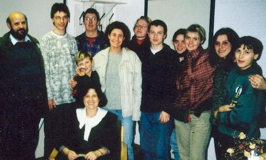 Dezember 1996: Uli Iberer, Christian Limbeck, Gabi Wendl, Manuela Trummer, Martin Siegert, Cornelia Winkler, Andrea Wagner, Elisabeth Morgenschweis (nicht auf dem Foto: Uli Piehler) (mit Stationen und Begegnungen in Zagreb)