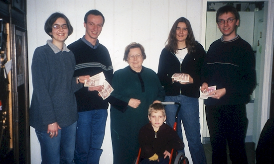 Dezember 2001: Melanie Knarr, Rainer Kohl, Jelena Brajsa, Tomi Brajsa, Marina Knarr, Uli Iberer (mit Stationen und Begegnungen in Zagreb)