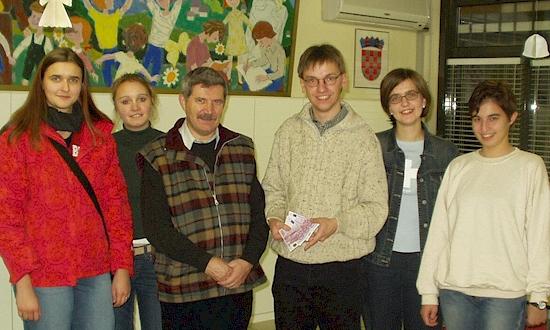 Dezember 2002: Marina Knarr, Susi Beier, Fr. Ilja Jerkovic, Uli Iberer, Melanie Knarr, Christina Amann (nicht auf dem Foto: Rainer Kohl; mit Stationen und Begegnungen in Zagreb, Slavonsik Brod)