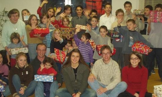 Dezember 2003: Martina Bayer (ganz links), Susi Baier, Marina Knarr, Uli Iberer, Melanie Knarr (mit Stationen und Begegnungen in Zagreb, Slavonsik Brod und Korace)