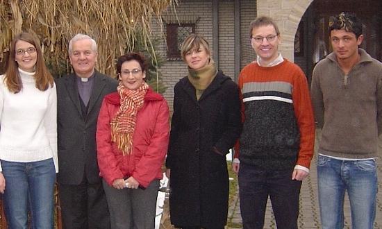 Januar 2006: Melanie Knarr, Bischof Franjo Komarica, Zaklina Garic, Blazenka Lukenda (beide Caritas Banja Luka), Uli Iberer, Zeljko Vasilj (mit Stationen und Begegnungen in Velika Kladusa, Banja Luka)