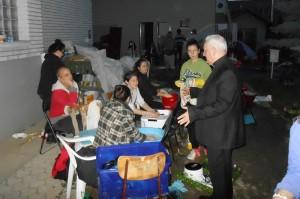 Überschwemmung 2014 - Bischof Franjo Komarica besucht Familie