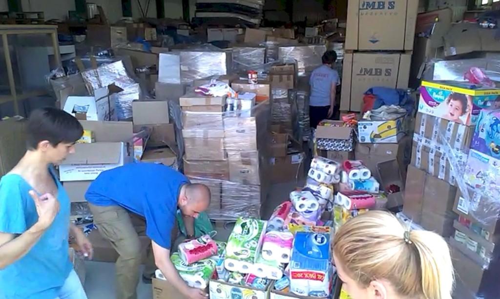 Hilfsfahrt Juni 2014 - im Gegenzug bereits vorbereitete Hilfspakete einladen